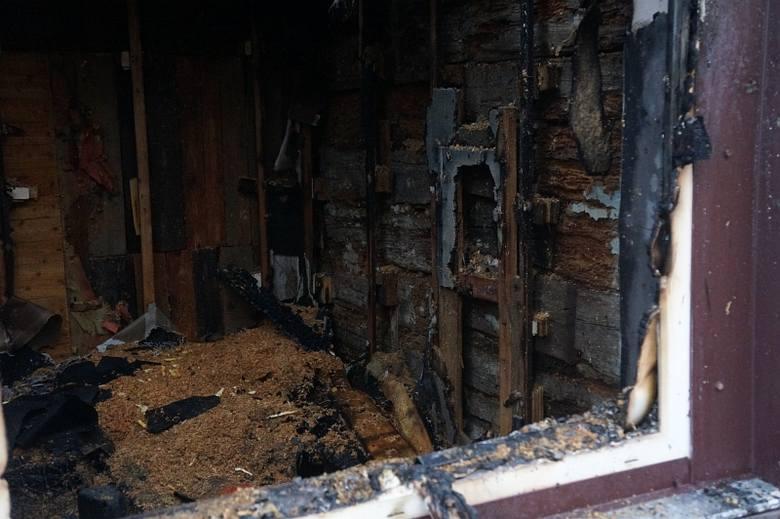 Ul. Gliniana. Pożar poważnie uszkodził bojarską chatę (zdjęcia)
