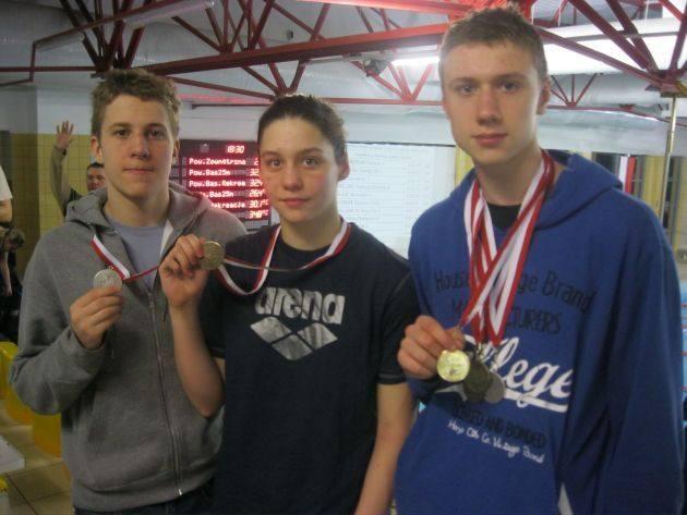 Medaliści z MKS Trójka - od lewej: Oskar Sawczuk, Natasza Duda i Dominik Dębsk