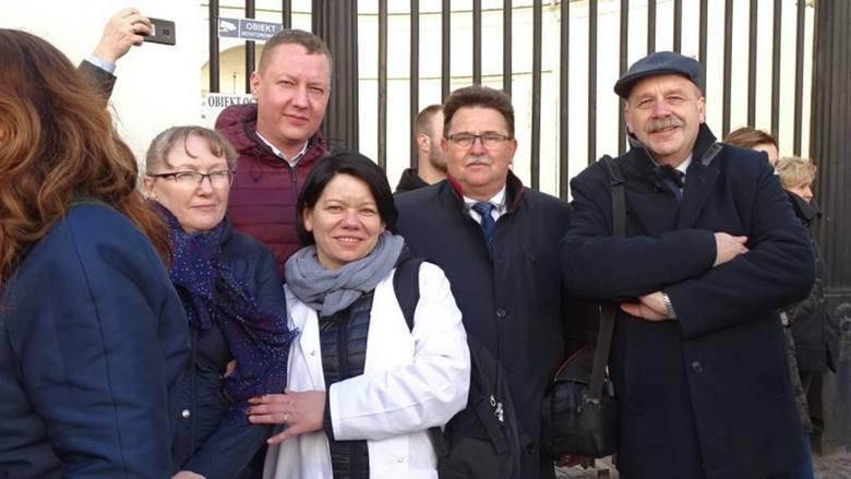 Pod siedzibą Ministerstwa Zdrowia odbyła się pikieta w obronie szpitali powiatowych. Uczestniczyła w niej reprezentacja powiatu golubsko-dobrzyńskie