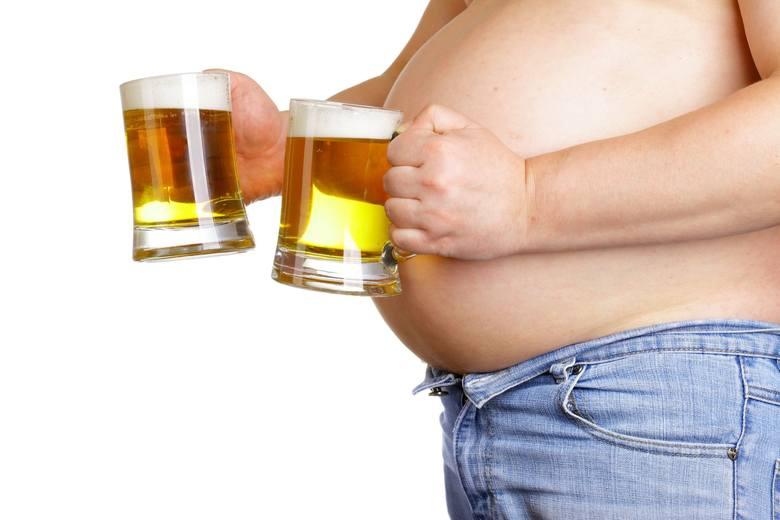 Alkohole i drinki przygotowane na ich bazie z dodatkiem likierów i soków owocowych to bardzo wysokokaloryczne napoje. Warto mieć to na uwadze, jeśli