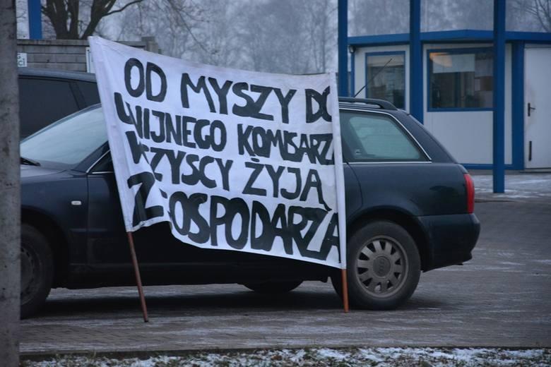 Protest rolników pod Wieruszowem. Zablokowano wjazd do zakładu Wędlinka [ZDJĘCIA]