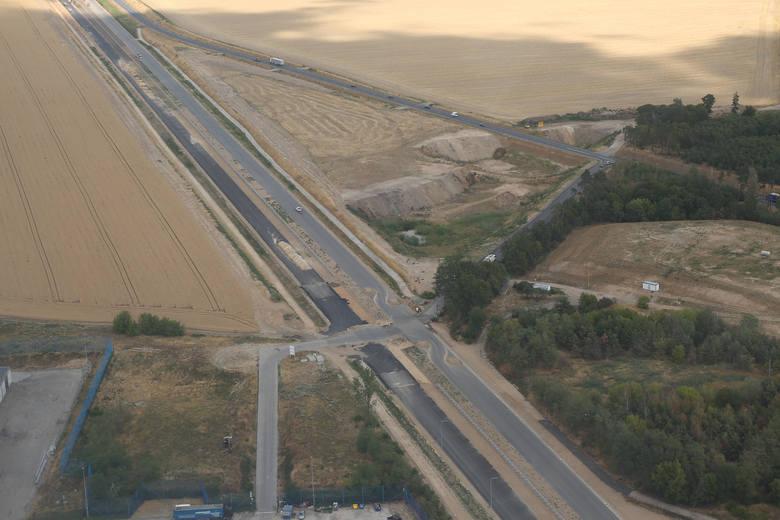 Tak wyglądała sytuacja na budowie odcinka drogi S5 Poznań - Wronczyn w lipcu 2019 roku. Do dokończenia całej drogi w Wielkopolsce zostały łącznie trzy odcinki. Mają być gotowe do końca 2019 roku.