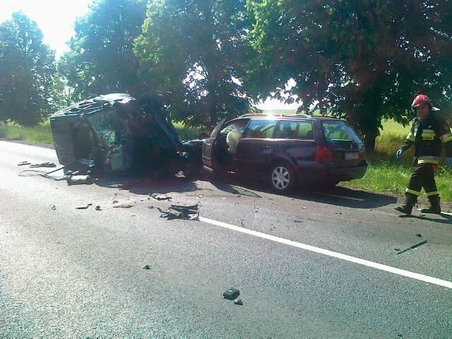 W zderzeniu trzech aut na drodze nr 22 zginęła jedna osoba.