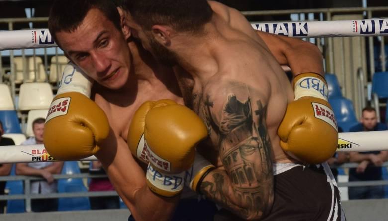 Rzeszowianin Adrian Ali Ahmad wygrał dziś na ringu na Stadionie Miejskim w Rzeszowie pierwszą swoją walkę boksu zawodowego. Podczas gali Knockout Boxing