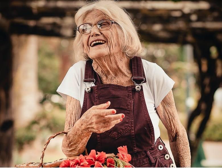 Dodatkowa emerytura. Tym osobom ZUS wypłaci teraz dodatkowe pieniądze [lista - 8.02]
