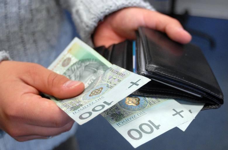 Wyższy podatek Vat oznacza większe wydatki na żywność, ubrania i transport. Fot. Archiwum