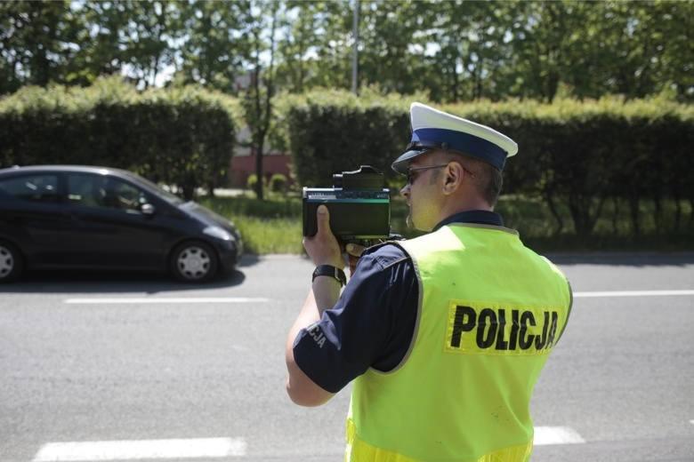 Mieszkanka powiatu łowickiego straciła prawo jazdy przy szkole podstawowej