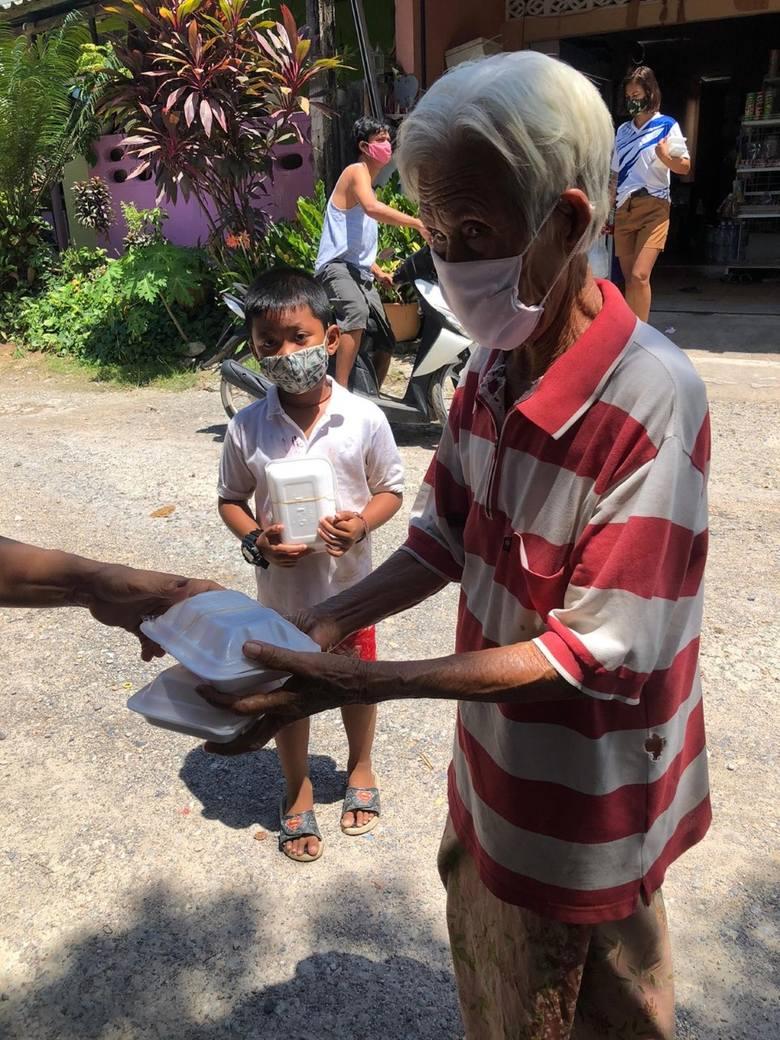 Chłopak z Podkarpacia pomaga ludziom w dalekiej Tajlandii