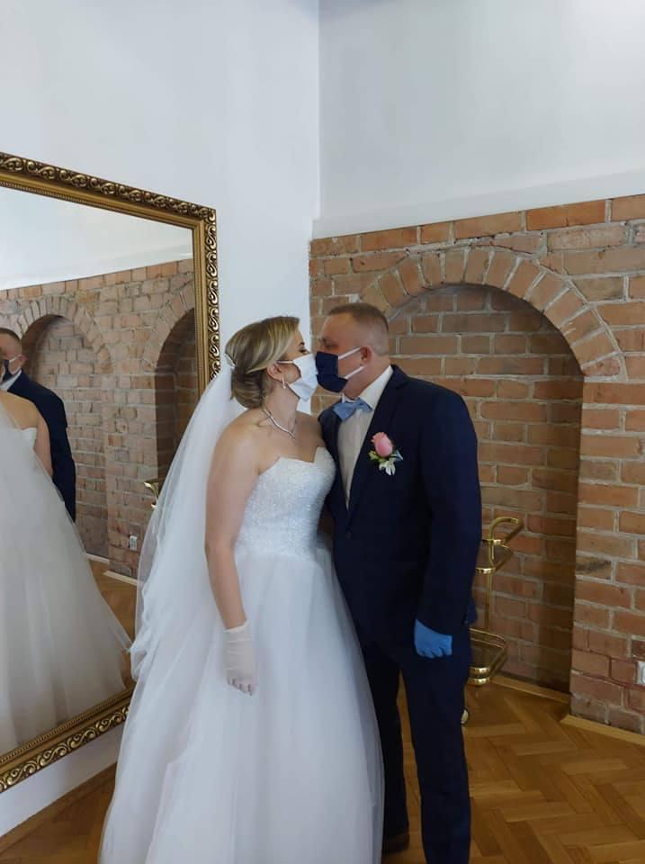Marta i Daniel Danielewscy planowali swój ślub od ubiegłego roku. Miała to być piękna uroczystość i zabawa na 75 osób. Niestety pandemia koronawirusa