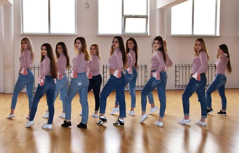 Młoda instruktorka tańca pomaga chorym na łysienie z ogromnym zaangażowaniem, bo poznała ich problemy od podszewki. Jej siostra Klaudia od drugiego roku życia choruje na łysienie plackowate. <br />