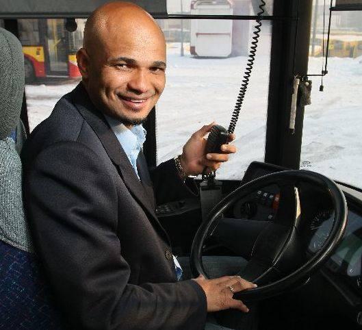-Gdybym nie grał w piłkę, to w Brazylii pewnie pracowałbym jako kierowca autobusów. Tak jak mój tata - mówił czołowy piłkarz kieleckiej Korony.