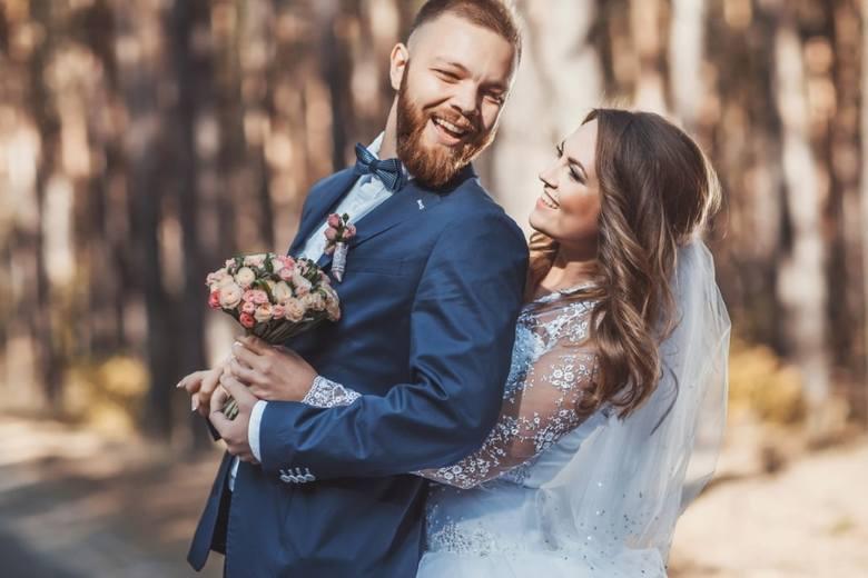 Koronawirus a wesele. Co ze ślubem i weselem w czasie epidemii? Nowe zasady nadal uniemożliwiają organizowanie przyjęć powyżej 50 osób