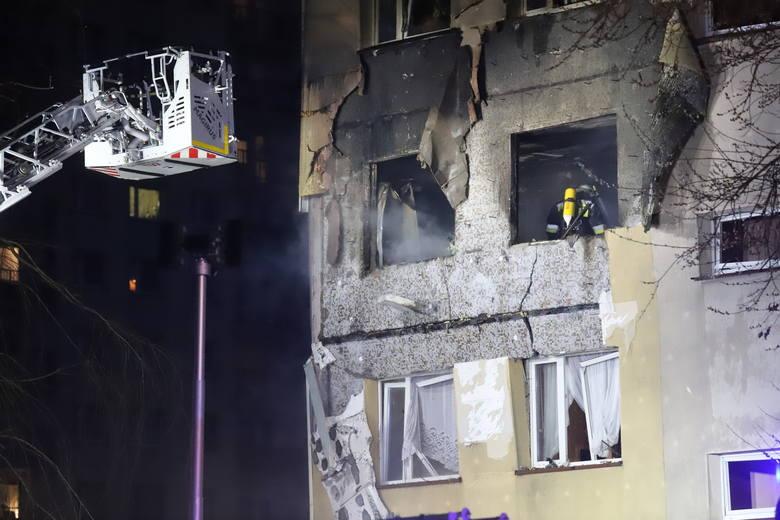 Wybuch gazu poważnie uszkodził ścianę bloku z wielkiej płyty; Zobacz kolejne zdjęcia. Przesuwaj zdjęcia w prawo - naciśnij strzałkę lub przycisk NASTĘPNE