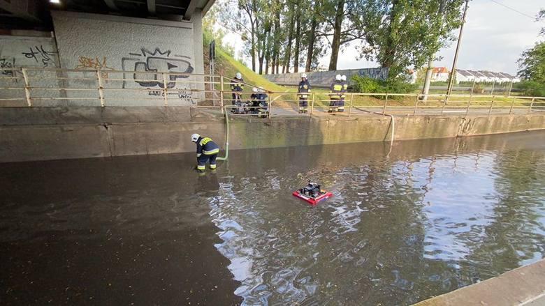 Burza w Opolu. Zalana droga pod wiaduktem na Wojska Polskiego [ZDJĘCIA]