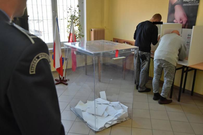 Więźniowie osadzeni w dwóch zakładach karnych w Grudziądzu zagłosowali inaczej niż większość mieszkańców Grudziądza. Za więziennymi murami zarówno przy