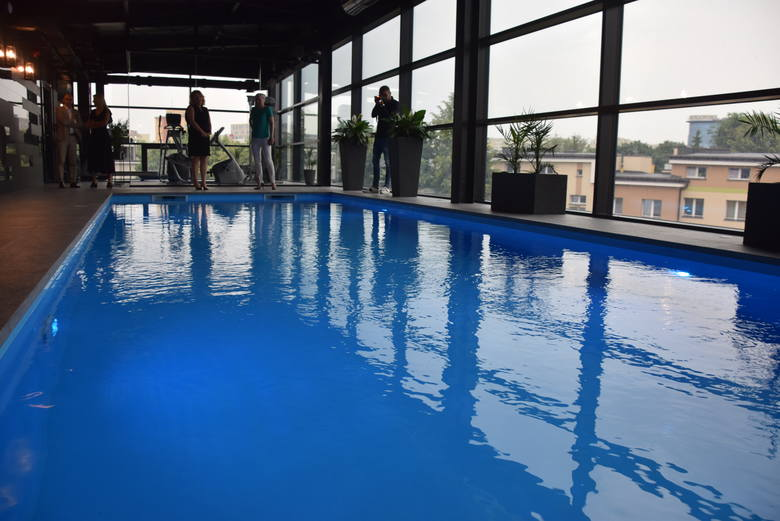 Sam basen został już zamontowany w 2016 roku. Jego otwarcie nastąpiło jednak dopiero dwa lata później. Dopiero teraz hotel był gotowy na otrzymanie pięciu