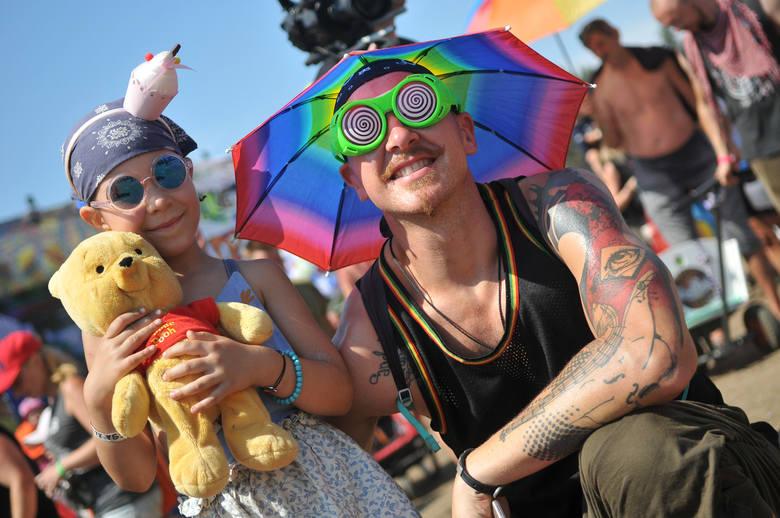 Ostatniego dnia PolAndRock Festivalu 2018 punktualnie w południe pod Dużą Sceną zebrały się setki rodziców z dziećmi. Zrobili to po apelu Jurka Owsiaka.