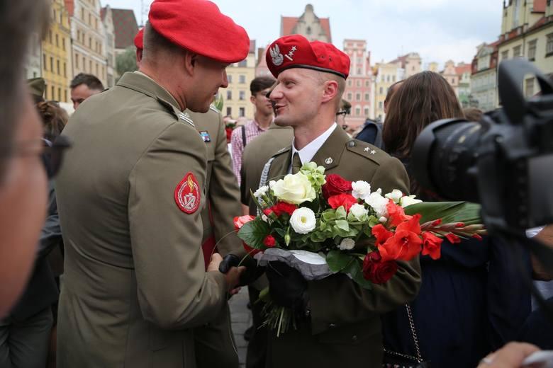 W piątek na pl. Gołębim odbyła się promocja absolwentów Akademii Wojsk Lądowych we Wrocławiu