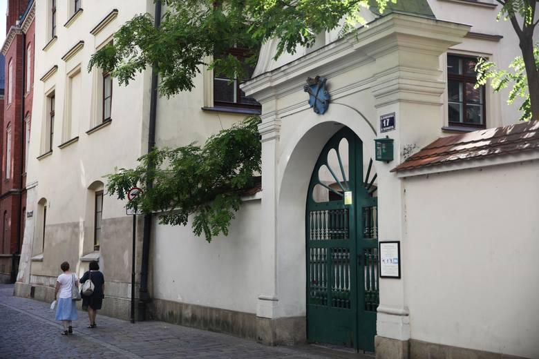 Za metr kwadratowy lokalu przy ul. Gołębiej  trzeba średnio zapłacić 14 455 zł.