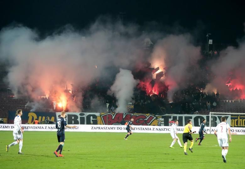 Na trybunach w Szczecinie średnio zasiadało 6463 kibiców, co jest dopiero 11. wynikiem w lidze. Najlepiej na tym polu niezmiennie wypada Legia Warszawa,