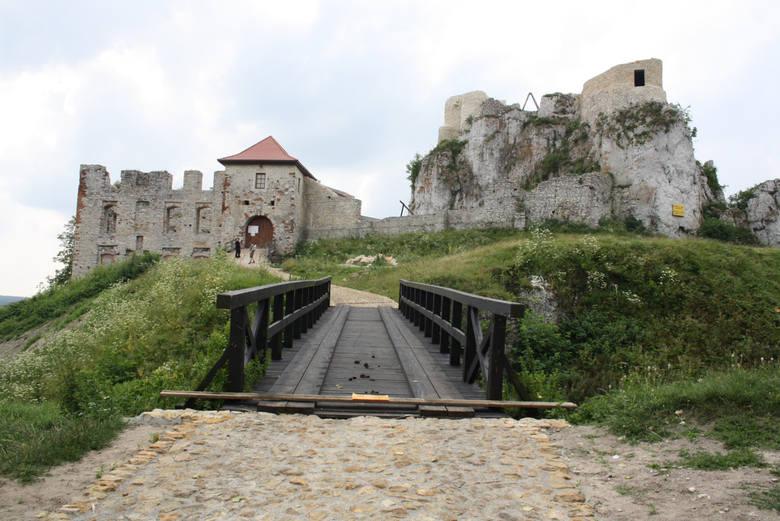 Zamek Rabsztyn widok od strony mostu