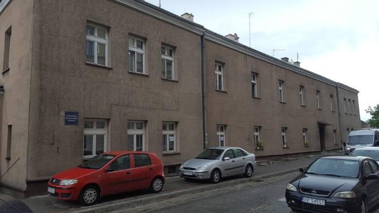 Lokal użytkowy nr 1A położony na parterze w budynku przy ul. Mniszej 8 w Przemyślu. Lokal o powierzchni 30,5 mkw. na który składają się 4 pomieszczenia