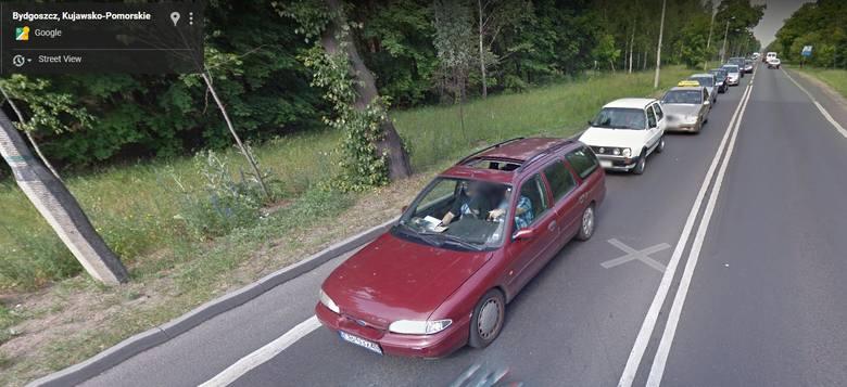 Kujawsko-Pomorskie. Zobacz auta przyłapane przez kamerę Google Street View. Niektóre to perełki! [zdjęcia]