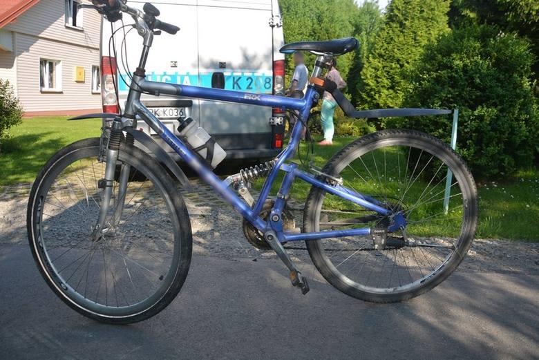 Badając okolicznośći wypadku w Woli Komborskiej policjanci wstępnie ustalili, że 11-latek, podczas pokonywania rowerem łuku drogi, zjechał na przeciwległy