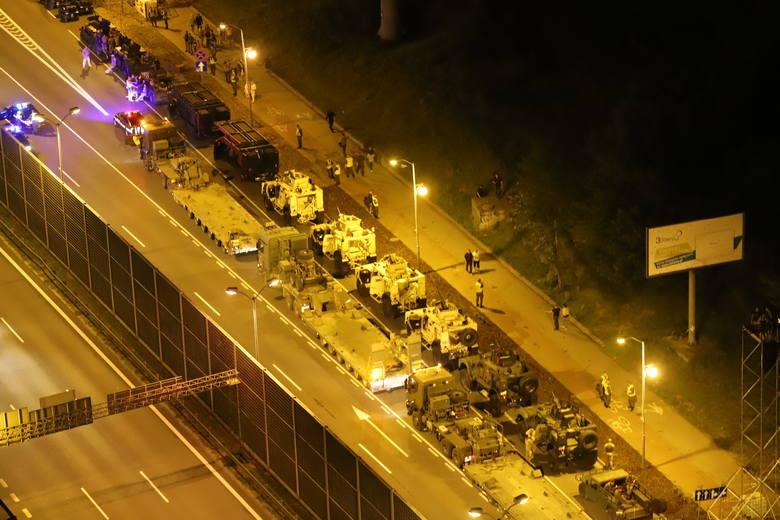 Próbna defilada w Katowicach z dachu wieżowca na os. Gwiazdy ZDJĘCIA