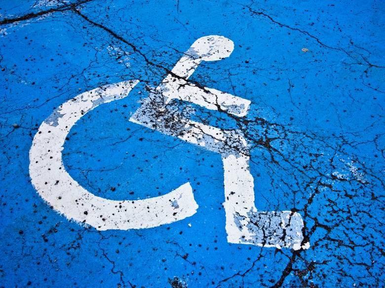Urząd miasta informuje, że na podstawie ogólnopolskich przepisów karty parkingowe, z których korzystają osoby niepełnosprawne zachowują ważność do upływu 60. dnia od dnia odwołania stanu zagrożenia epidemicznego lub epidemii. <br />