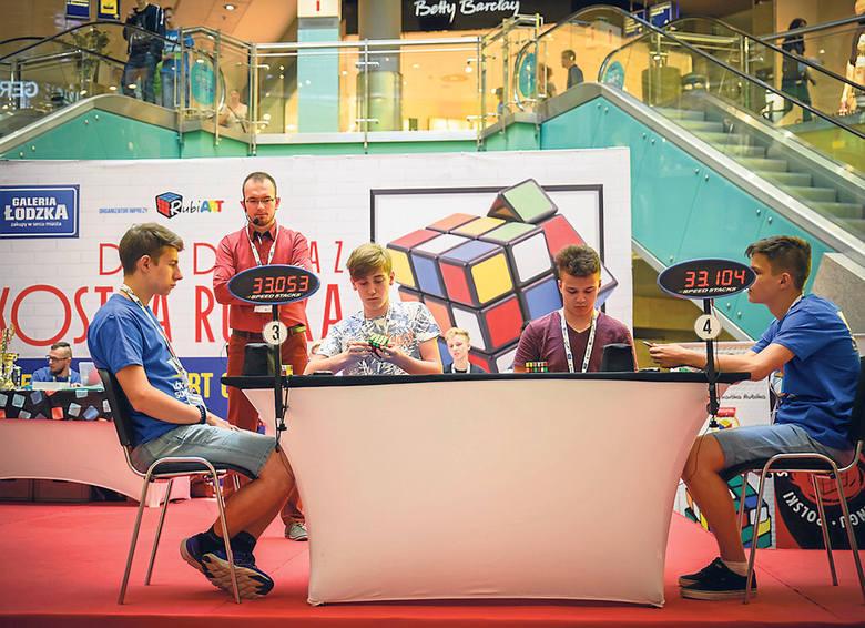 Podczas poprzedniej edycji zabawy z kostką Rubika w Galerii Łódzkiej, nie brakowało chętnych do rywalizacji. Zapewne tym razem będzie podobnie