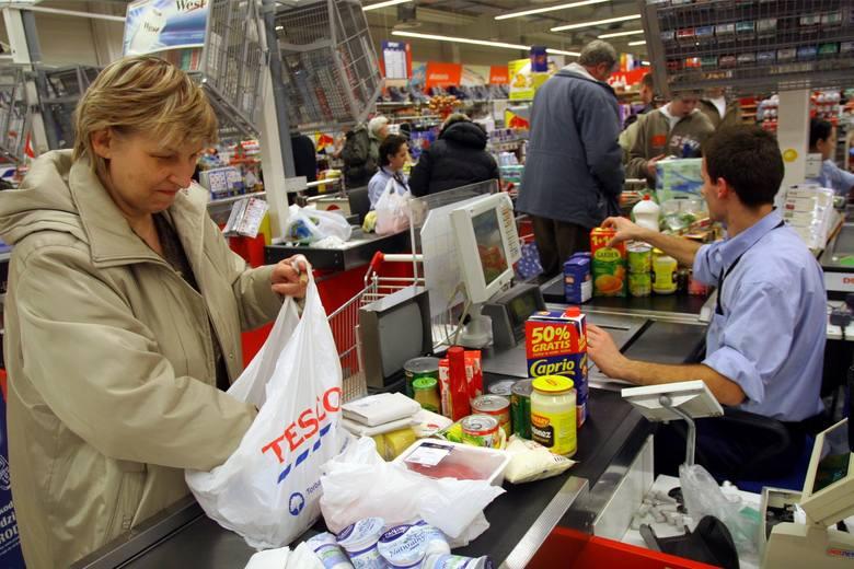 Święta coraz bliżej, a w związku z tym trzeba będzie zwiększyć wydatki nie tylko na prezenty świąteczne, ale głównie na żywność. Ceny tej ostatniej dość