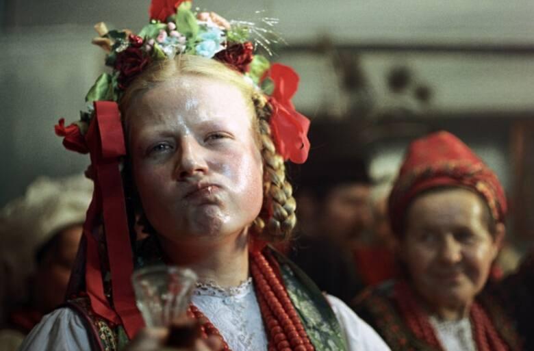 Między świrami, czyli weselna wojna między damulkami a wieśniaczkami i rolnik-elegant beznadziejnie szukający męża [Kwadratura kuli]