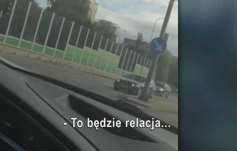 """Dwaj policjanci przedstawiający się jako """"Prawdziwe psy z Gdańska"""" swoimi telefonami rejestrowali, jak obrażają i naśmiewają się z zatrzymanych. Nagrania"""