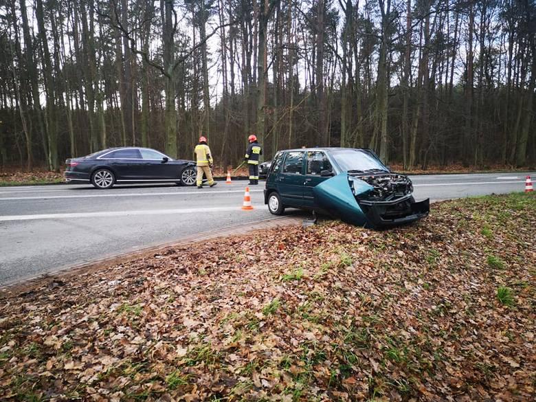 W czwartek (28 listopada) około godziny 14 na drodze krajowej nr 25 w Tryszczynie doszło do zderzenia dwóch samochodów osobowych.Jak informują nas strażacy