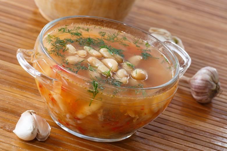 Zupa fasolowa - dieta DASH obfituje w zupy warzywne, które są sycące pomimo niskiej kaloryczności.