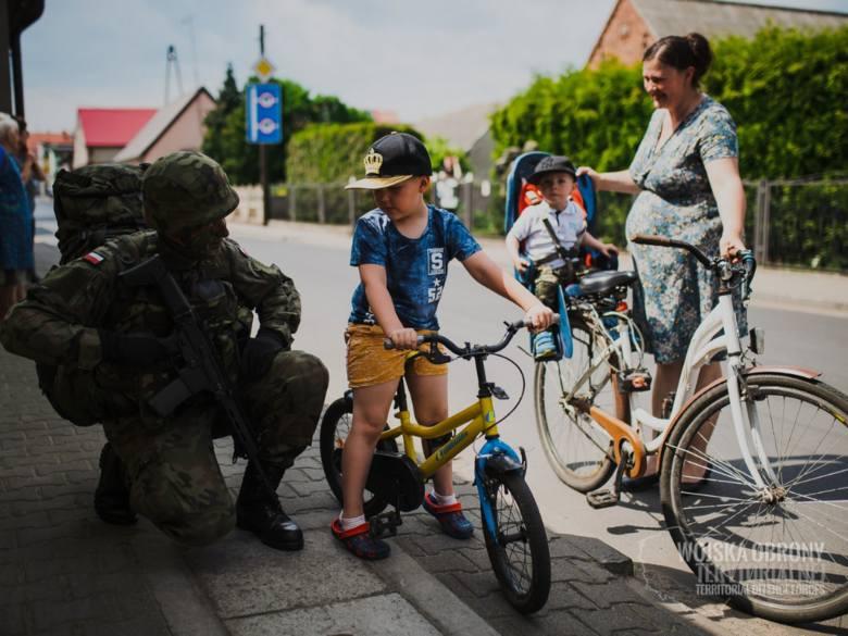 Terytorialsi ćwiczą nie tylko na poligonach. Są też na ulicach miast, w parkach i na wsi