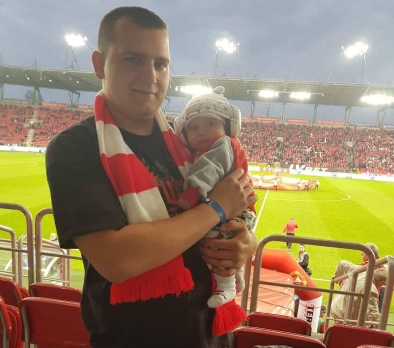 Warto w tym miejscu napisać o najmłodszym fanie czterokrotnego mistrza Polski. A trzeba przyznać, że jest to poważna osoba!Zobacz na kolejnych slajd