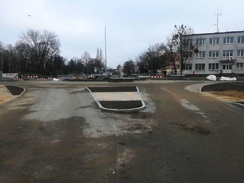 3 grudnia (wtorek) rozpoczął się kolejny etap prac przy budowie nowego ronda na bydgoskim Błoniu. Drogowcy pracują obecnie nad budową wschodniej części