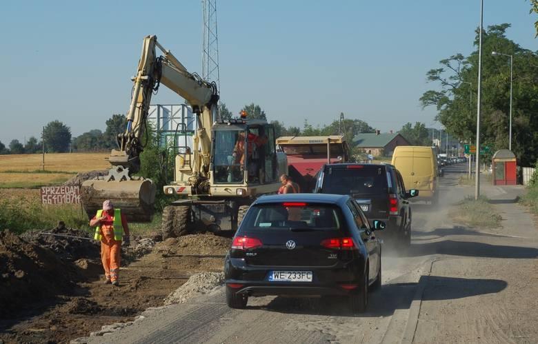 Czy ktoś panuje nad remontem drogi Wrocław - Kąty Wrocławskie? (LIST, ZDJĘCIA)