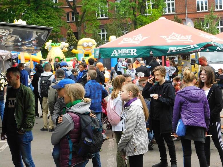 Trwają Dni Koszalina 2019. Jedną z atrakcji tegorocznych obchodów urodzin miasta jest Festiwal Smaków Food Trucków, odbywający się na parkingu przy