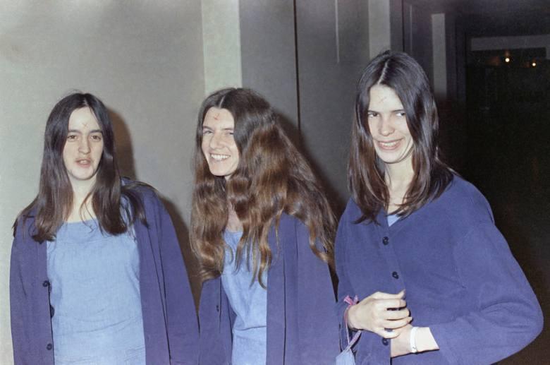 """Członkinie sekty """"Rodzina"""" Charlesa Mansona. Od lewej: Susan Atkins, Patricia Krenwinkel i Leslie Van Houten"""