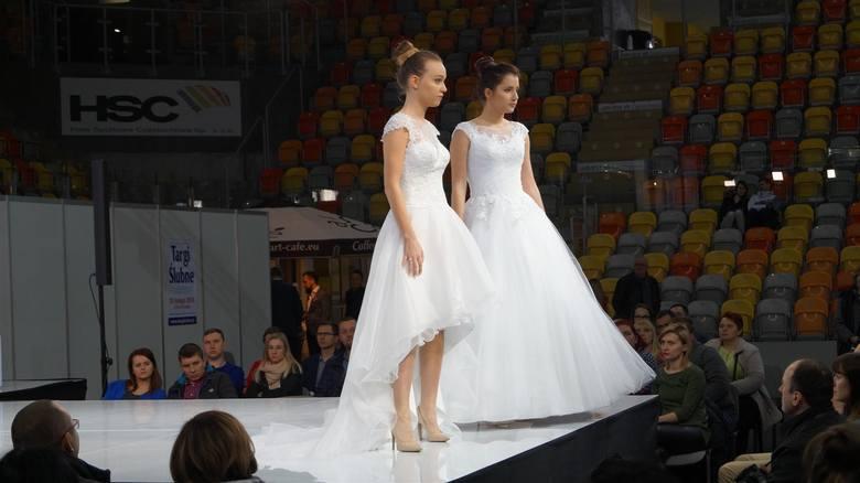 Częstochowskie Targi Ślubne to nie tylko stoiska firm ślubno-weselnych, ale również liczne atrakcje dla narzeczonych, tj.: pokazy mody ślubnej, konkursy