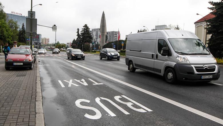 W MZD odpowiadają, że właśnie pod kątem informacji o czasie dojazdu do centrum zamontowano tablice. Powód? Wprowadzenie buspasów oraz priorytetu przejazdu dla komunikacji zbiorowej.