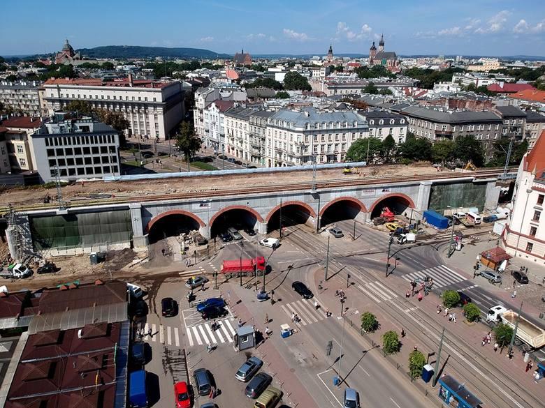 Kraków. Tak powstają nowe estakady kolejowe w środku miasta [ZDJĘCIA]