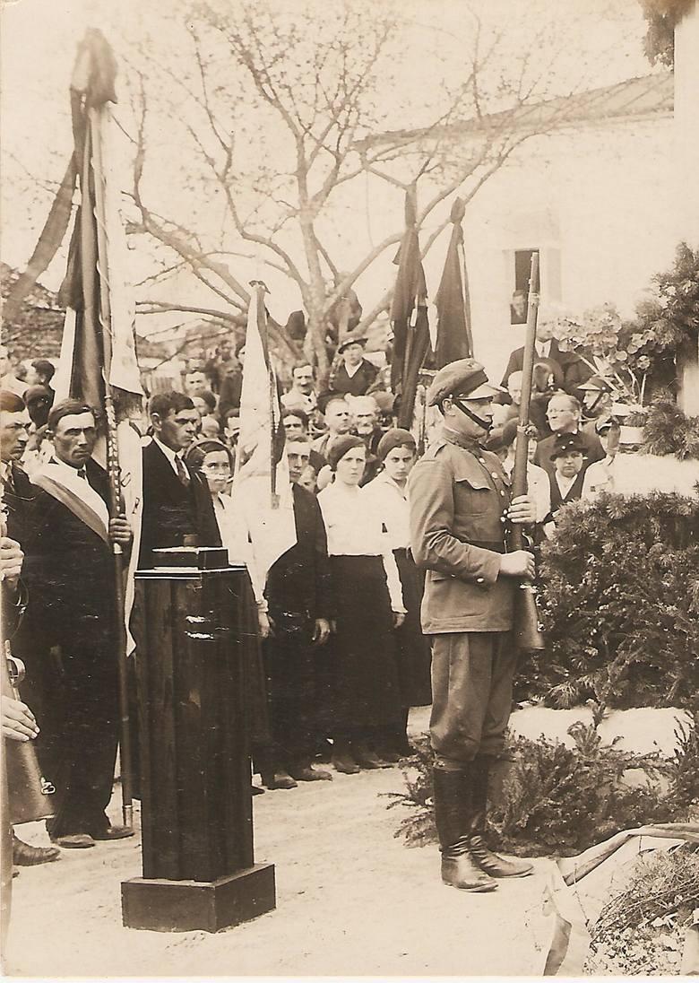 Uroczystości w Dubnie przed portretem Marszałka
