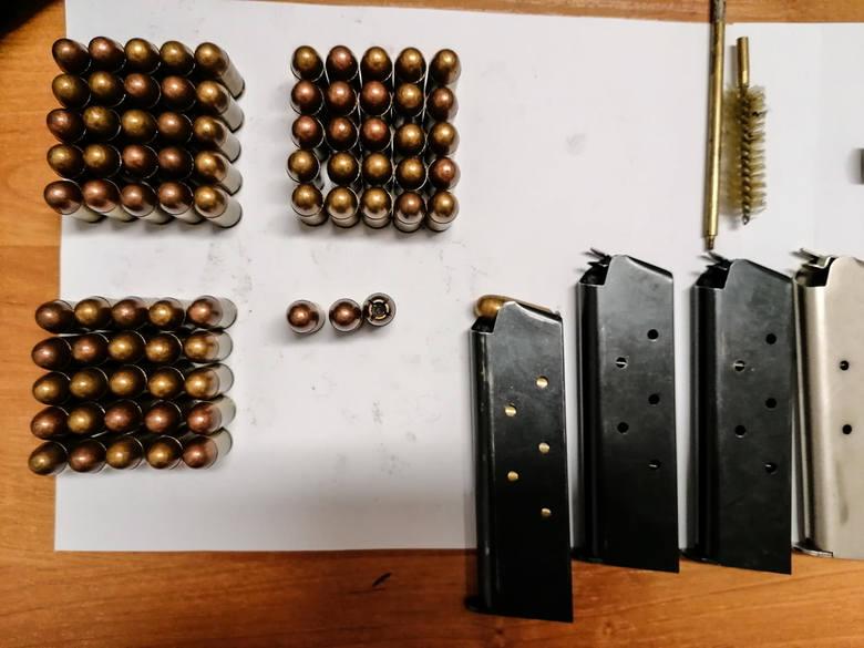 Białystok. W samochodzie wiózł kradzione elektronarzędzia i nielegalną broń palną. 41-latek został zatrzymany przez policję (zdjęcia)