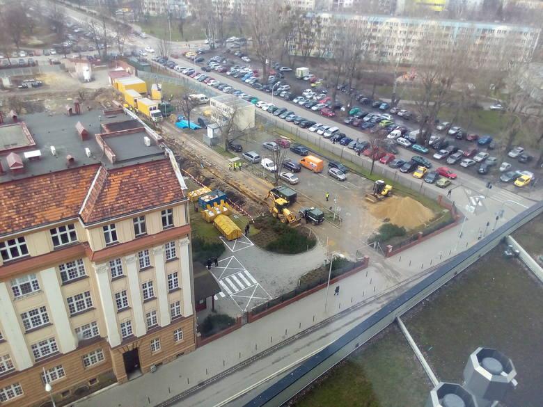 Wrocław: Niewybuch przy Sky Tower. Interweniowali saperzy