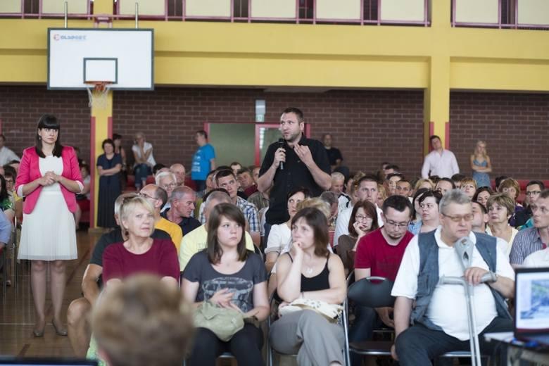 Mieszkańcy ul. Szarych Szeregów, Bacieczki i Armii Krajowej spotkali się z wiceprezydentem Adamem Polińskim, by przedstawić swoje argumenty przeciwko