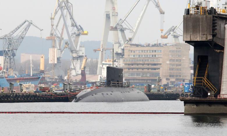 Stocznia Marynarki Wojennej została założona w Gdyni w 1927 roku jako Warsztaty Portowe MW.  Firmy mają czas do 18 stycznia na złożenie ofert